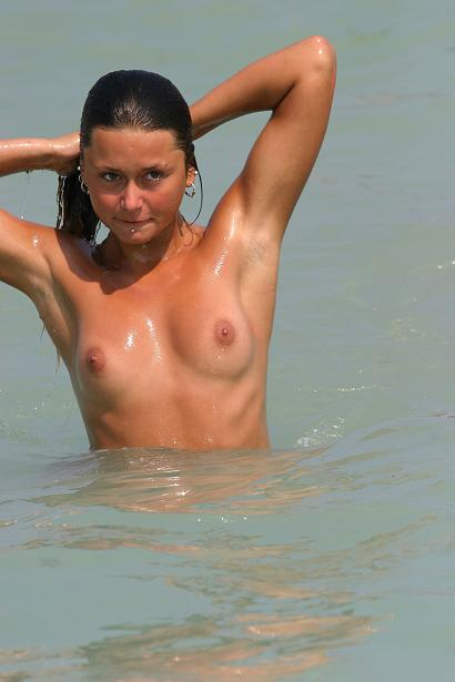 еротика фото знаменитостей на пляжи